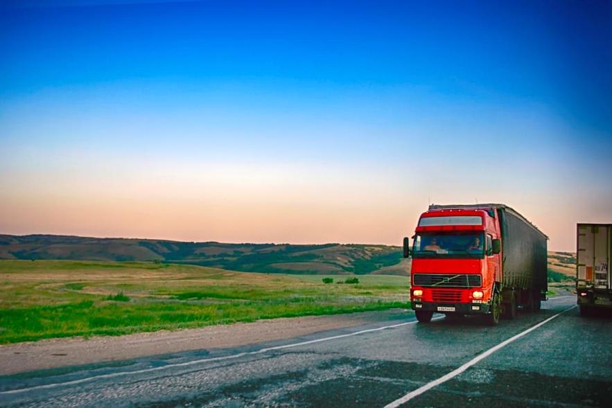 Entender a realidade para vender mais seguros de caminhão
