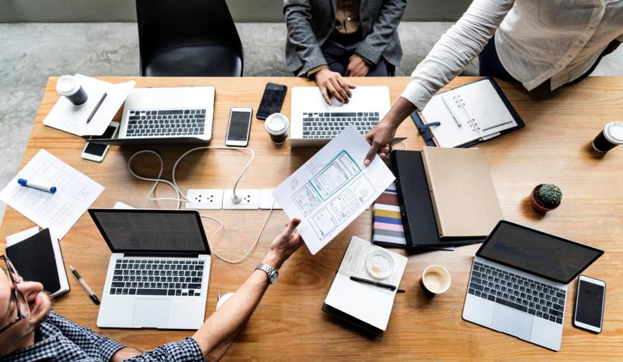 Converse com a equipe para definir em conjunto as funções que buscam no software definitivo.