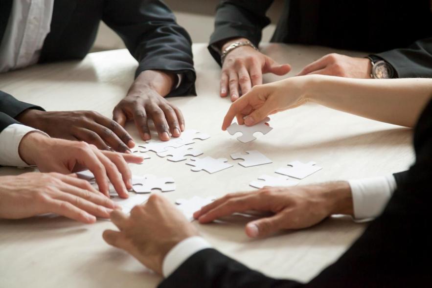 Corretoras de seguros desorganizadas possuem dificuldades em gerir documentos, informações e pessoas.