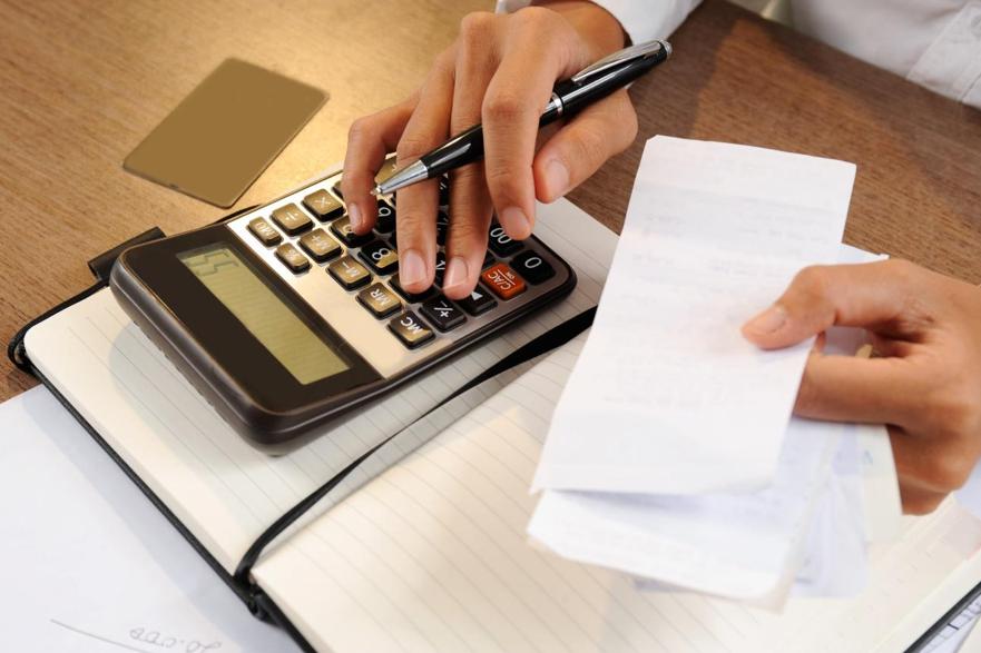 A central de cálculos evita que o corretor perca tempo com somatórias manuais e se preocupe em vender.