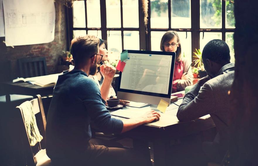 O email marketing é uma ótima ferramenta para trabalhar o relacionamento e gerar vendas a longo prazo para sua corretora.