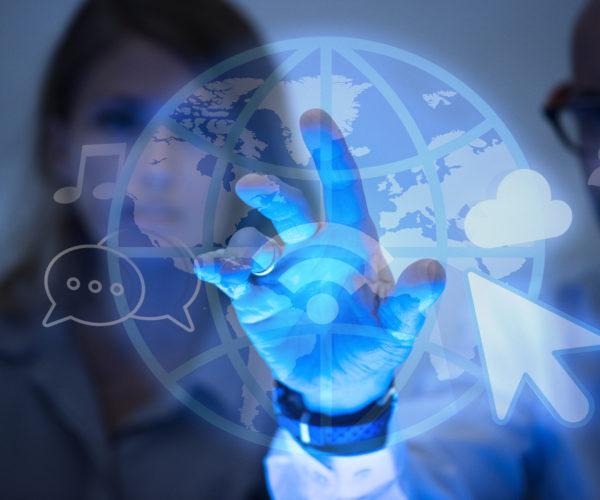 A importância do uso da tecnologia na rotina da corretora de seguros moderna