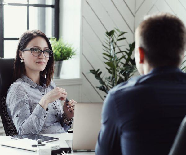 3 passos para melhorar a igualdade de gênero em sua corretora de seguros